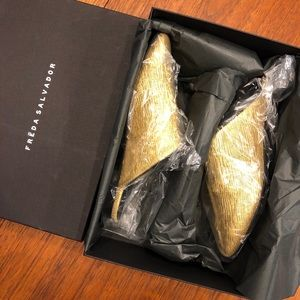 Freda Salvador NEW slip-on mules in gold size 7
